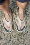 Consiguiendo sus pies mojados Fotos de archivo libres de regalías
