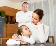 Consolação da mãe à filha de grito Fotos de Stock