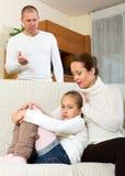Consolação da mãe à filha de grito Imagens de Stock Royalty Free
