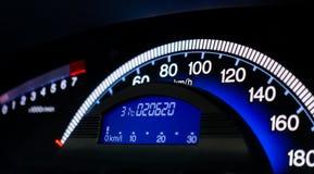 Consola azul del metro de velocidad del coche dashboar fotos de archivo libres de regalías