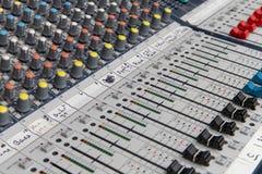 Consola de mezcla audio análoga imagen de archivo libre de regalías