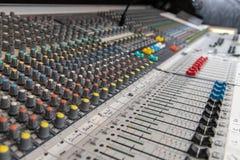Consola de mezcla audio análoga imágenes de archivo libres de regalías