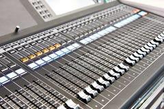 Consola de mezcla audio de Digitaces fotos de archivo libres de regalías