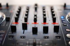 Consola de mezcla audio Reducción de la música DJ equipa imágenes de archivo libres de regalías