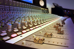 Consola de mezcla del estudio de grabación Fotos de archivo