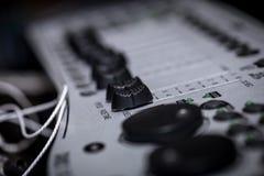 Consola de mezcla digital del atenuador con el metro del volumen imagen de archivo