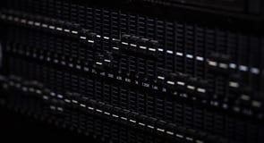 Consola de mezcla digital del atenuador con el metro del volumen fotos de archivo libres de regalías