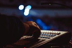 Consola de mezcla en el concierto fotografía de archivo libre de regalías
