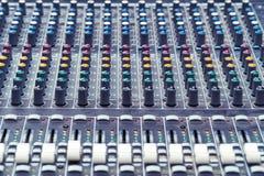 Consola de mezcla en el estudio foto de archivo libre de regalías