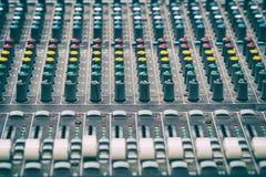 Consola de mezcla en el estudio imágenes de archivo libres de regalías
