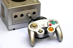 Consola del cubo del juego de Nintendo Dispositivo que juega video foto de archivo libre de regalías