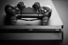 Consola del juego de Playstation 4 imágenes de archivo libres de regalías