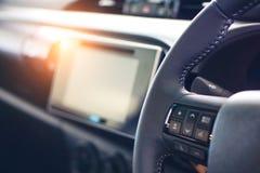 Consola delante del nuevo coche moderno de la tecnología imagenes de archivo