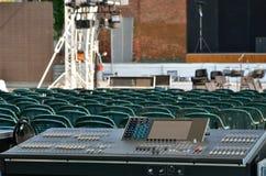 Consola grande del mezclador en una etapa del concierto Fotografía de archivo