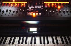 Consola y piano de mezcla fotos de archivo libres de regalías