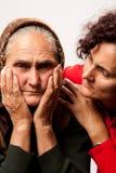 Consolando as pessoas idosas Fotos de Stock