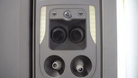Console aéreo do condicionador em um avião vídeos de arquivo