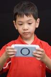 Console asiático do portable do miúdo Fotografia de Stock Royalty Free