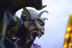 Console de Coney do inferno de Dante da escultura do diabo foto de stock