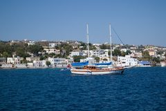 Console de Kos Um navio de navigação bonito O melhor destino de Mediterranian fotografia de stock