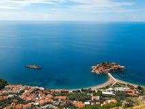 Console de Sveti-Stefan em Montenegro de acima imagem de stock royalty free