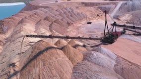 Console do transporte do propagador durante a operação Transporte de uma rocha vazia a uma descarga vídeos de arquivo