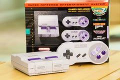 Console e contenitore classici eccellenti di edizione di Nintendo Fotografia Stock