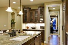 Console e opinião de cozinha à sala de jantar Imagem de Stock Royalty Free