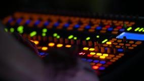 Console et ingénieur sains banque de vidéos
