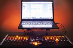 Console et ordinateur portable de mélange photos stock