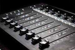 Console mescolantesi - faders Fotografie Stock Libere da Diritti