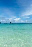 Console remoto tropical no oceano foto de stock royalty free