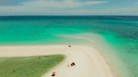 Console tropical com praia arenosa Camiguin, Filipinas video estoque