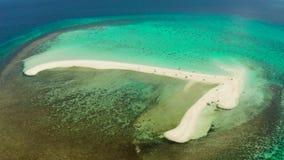 Console tropical com praia arenosa Camiguin, Filipinas vídeos de arquivo