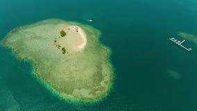 Console tropical com praia arenosa Palawan, Filipinas filme