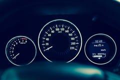 Console van de close-up toont de binnenlandse moderne auto met volledige voorruit SP stock foto's