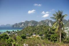 Consoles tropicais dos feriados exóticos da praia de Tailândia fotografia de stock royalty free