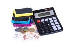 Consommables d'imprimante, argent d'argent liquide et calculatrice photo libre de droits
