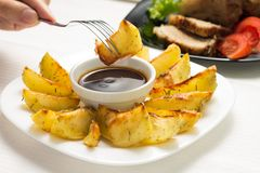 Consommation de Fried Wedge Potato image stock