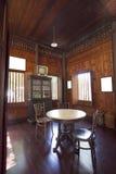 Consommation de la table dans le vieux type thaï Photo libre de droits