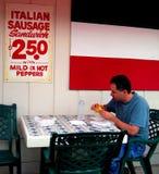 Consommation du déjeuner Image libre de droits
