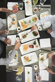 Consommation du dîner photographie stock