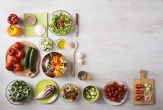 Consommation et préparation alimentaire saines à la maison Photos stock