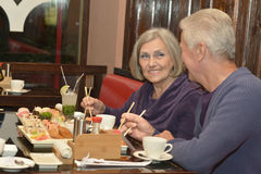 Consommation pluse âgé de couples Image stock