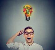 Consommation saine Équipez rechercher l'ampoule faite de fruits Image stock
