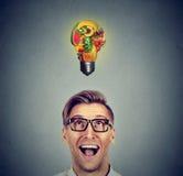 Consommation saine Équipez rechercher l'ampoule faite de fruits Photo libre de droits