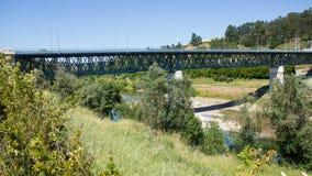 Constância bro över den Zêzere floden, andra utkast av det Eiffel huset, på det Santarém området, Portugal Arkivbilder