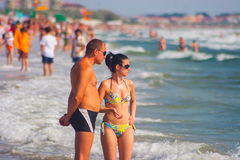 CONSTANTA, ROMANIA - AUGUST 21, 2010. couple standing on the beach Royalty Free Stock Photography