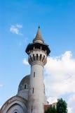 CONSTANTA RUMÄNIEN - AUGUSTI 21, 2010 torn av moskén med turister Arkivfoto