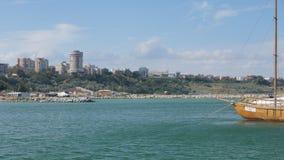 Constanta stad (Rumänien) som ses från Tomis port Royaltyfria Foton